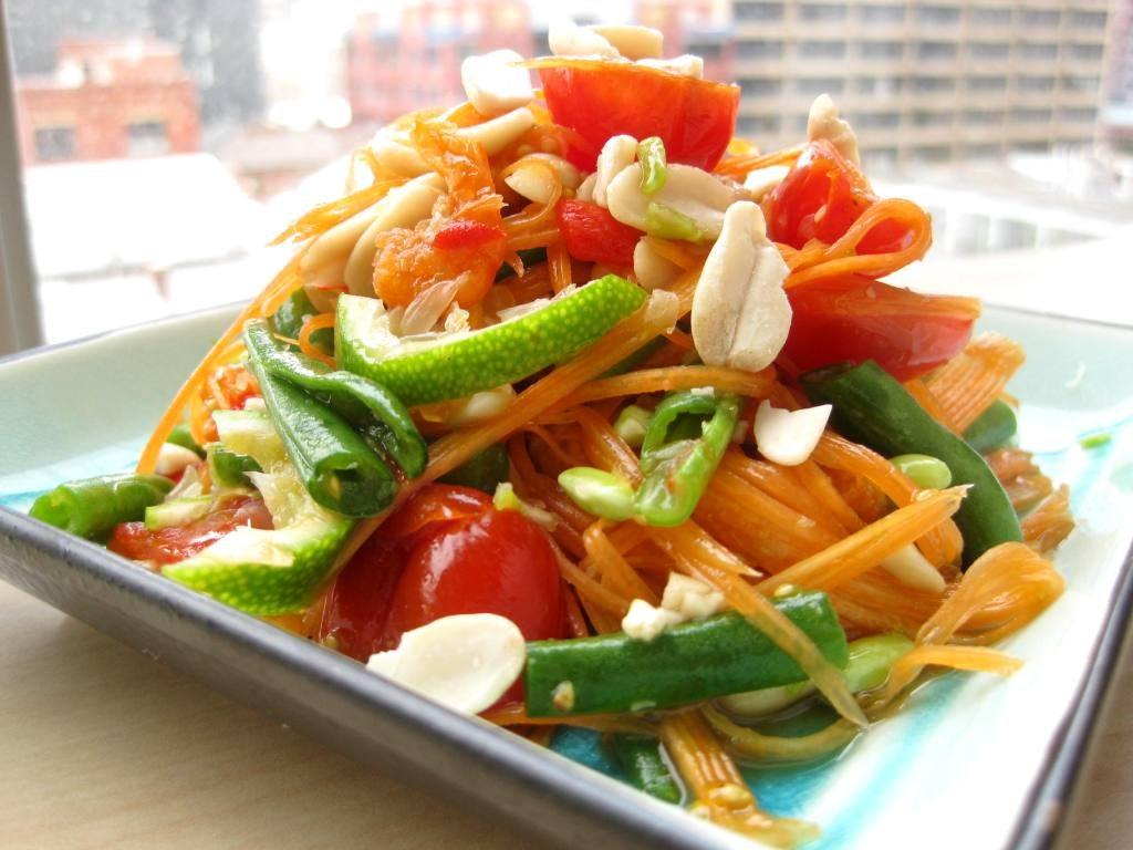 Сом Там Spicy Green Papaya Salad