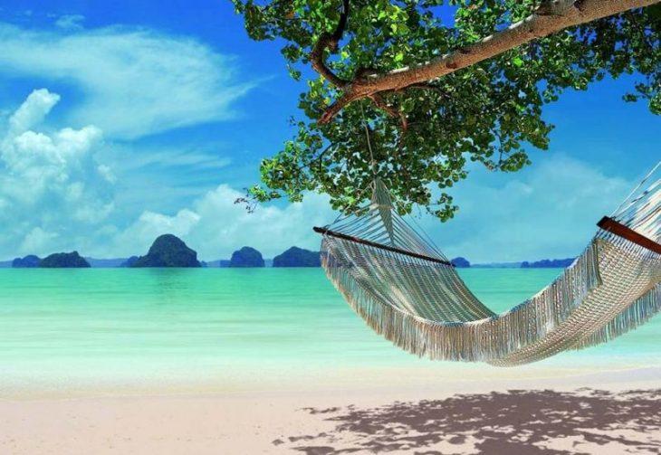 Гамак на пляже в Тайланде