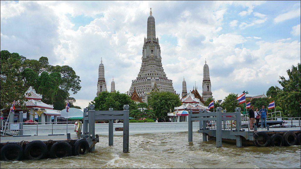 Ват Арун (Wat Arun) или Храм утренней зари в Бангкоке