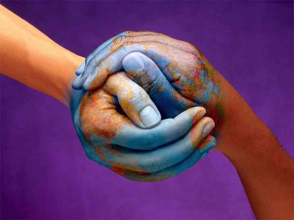 5 стран с самыми необычными жестами для приветствия