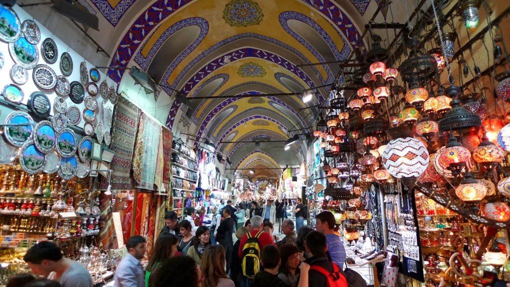 Какие уловки для обмана туристов часто используют мошенники в Турции