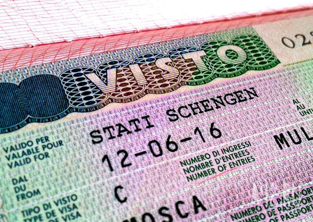 По каким причинам могут отказать с шенгенской визой