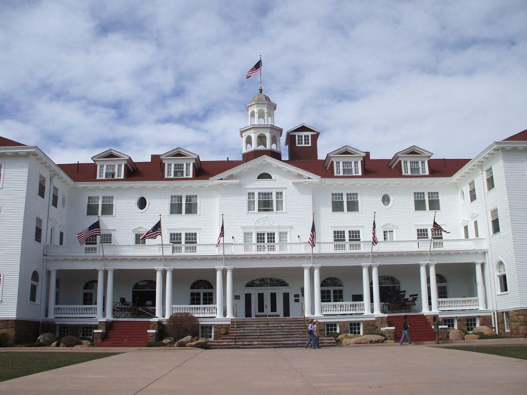 5 самых популярных отелей с привидениями