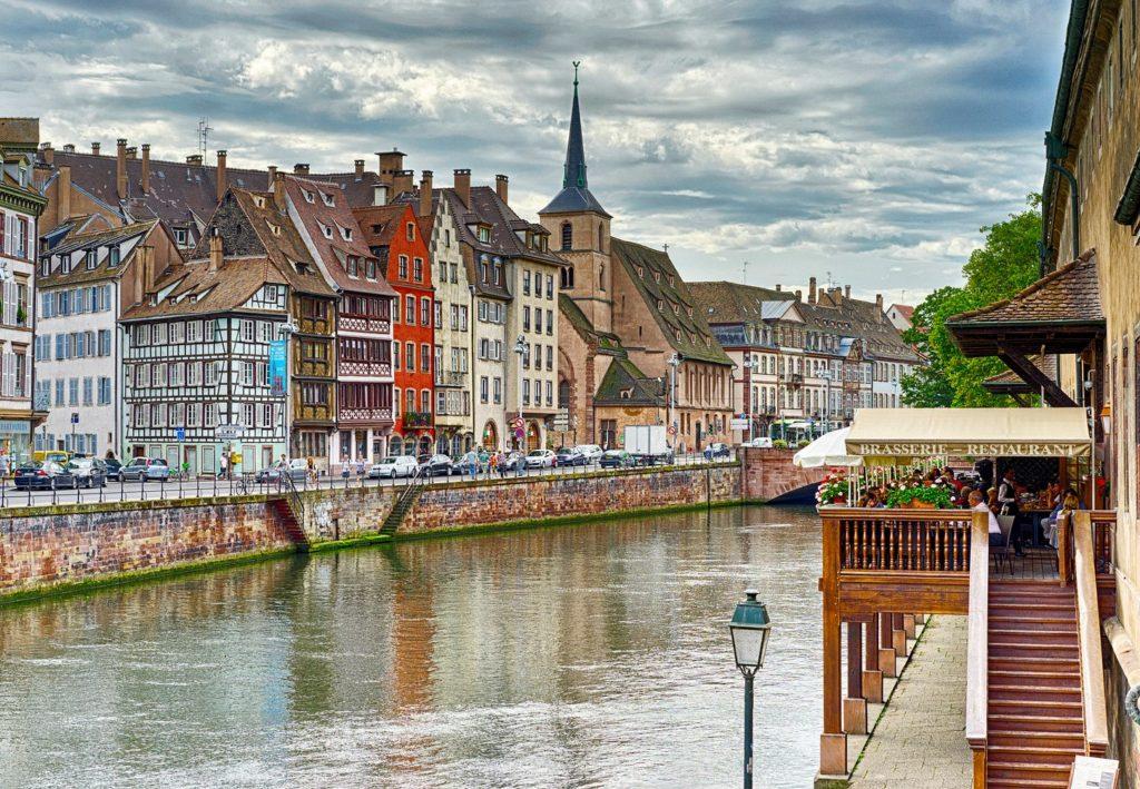 Какие города во Франции не менее интересны для туристов чем Париж