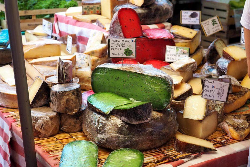5 сыров которые обязательно нужно попробовать в поездке по Франции