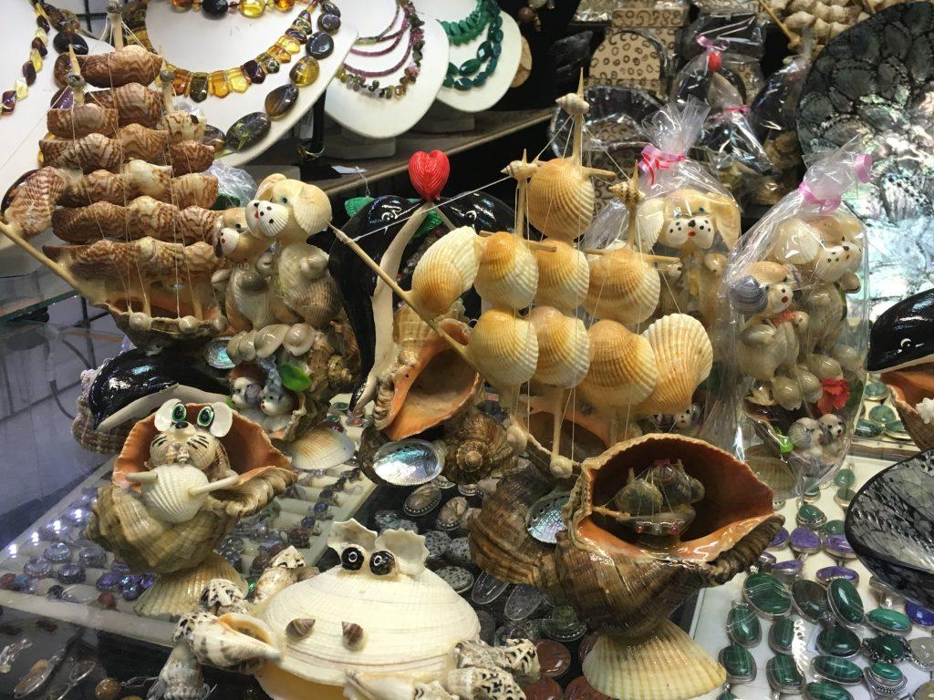 Как выбрать по-настоящему особенные сувениры в путешествии