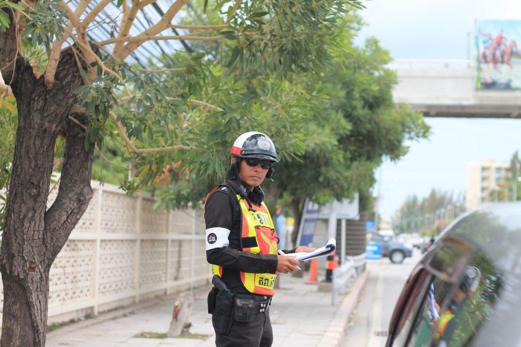 Как себя вести с тайским полицейским