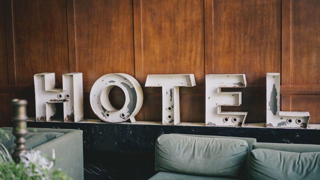 Как туристу забронировать отель без помощи посредников