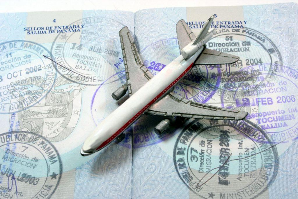 Какие документы обязательно нужно взять с собою в путешетвие