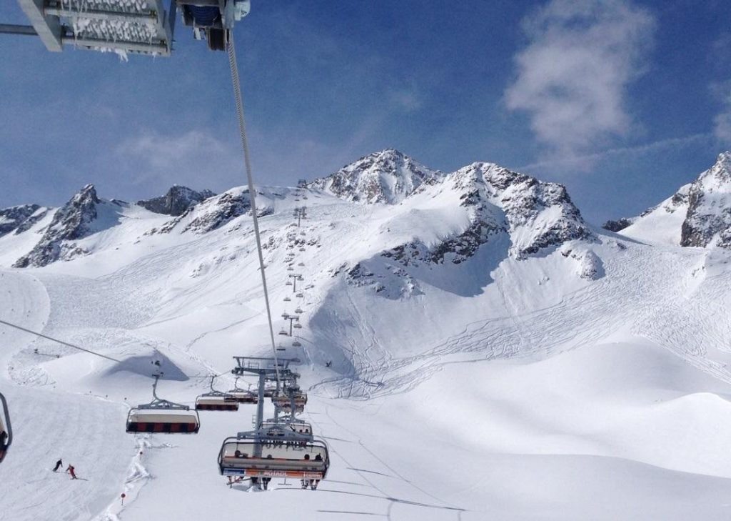 5 российских курортов где можно кататься на лыжах весной и летом