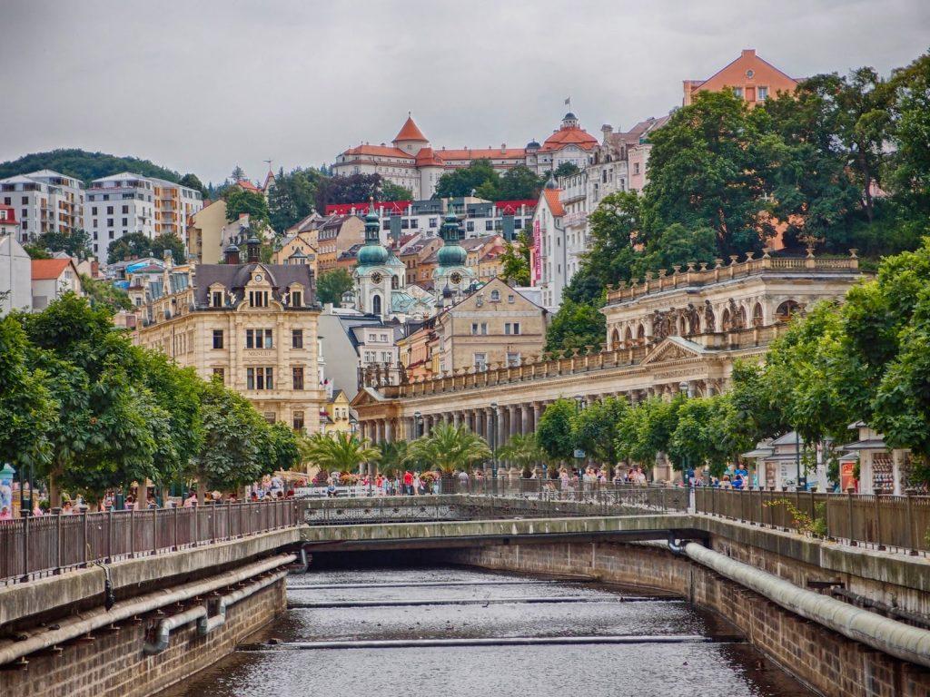 Куда россиянину выгодно съездить на отдых весной