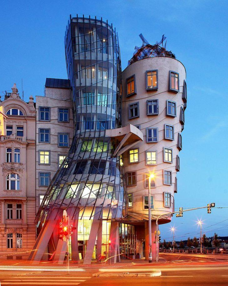 обожает быть самые необычные здания в россии фото мастера тату