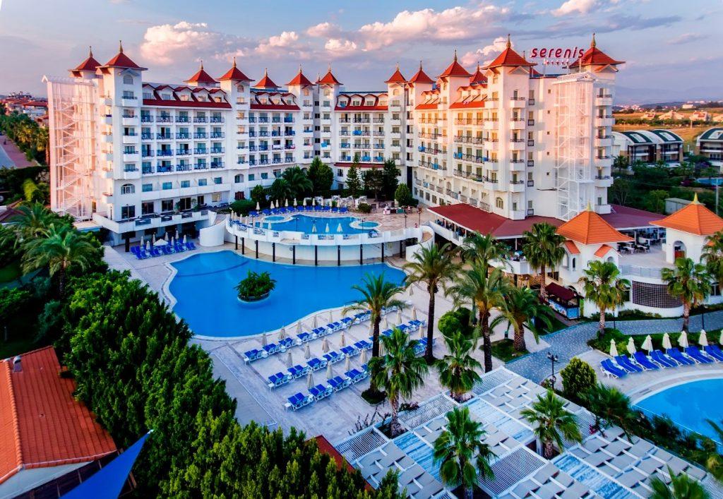 По каким причинам отель может отказать туристу в заселении