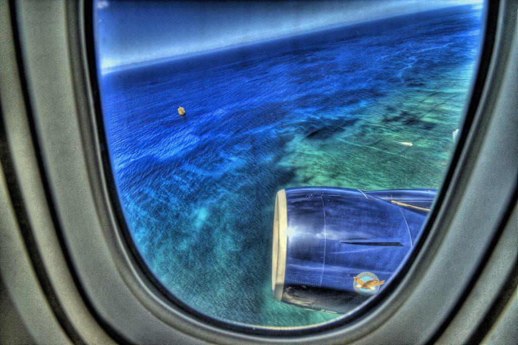 Нужно ли закрывать иллюминатор на взлете и посадке
