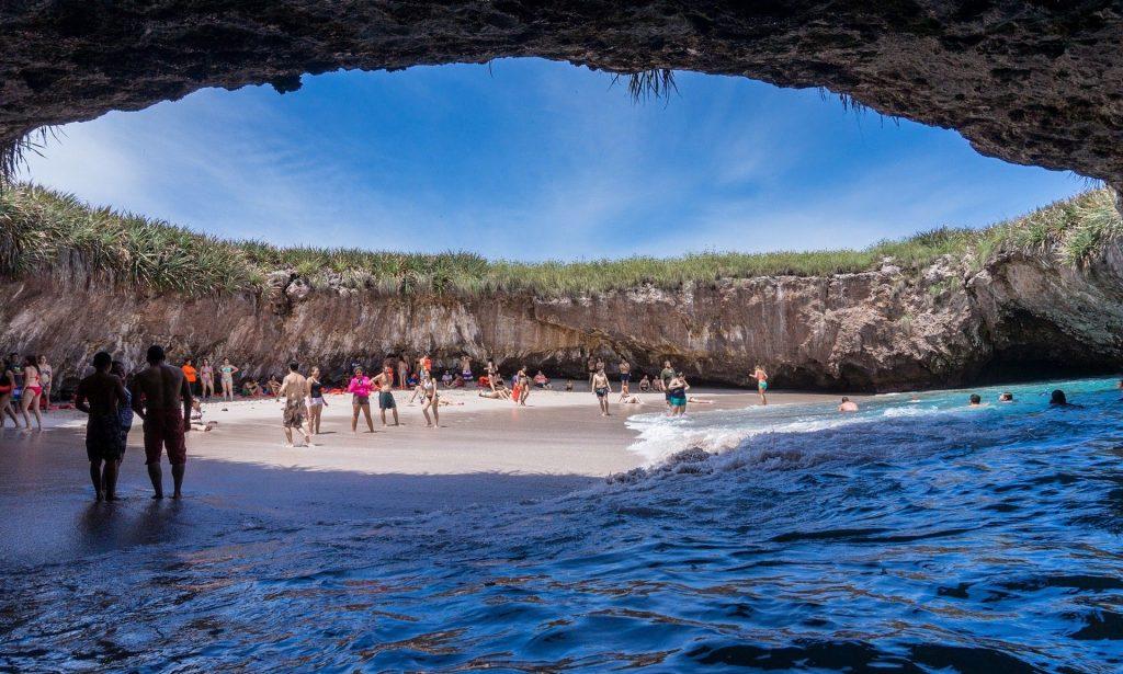 6 пляжей где можно позагорать в свое удовольствие и без толпы туристов