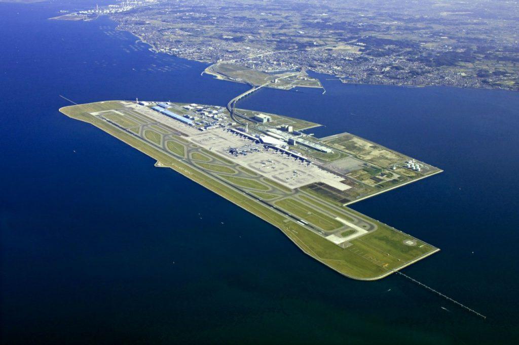 Какие аэропорты являются достопримечательностью своих городов