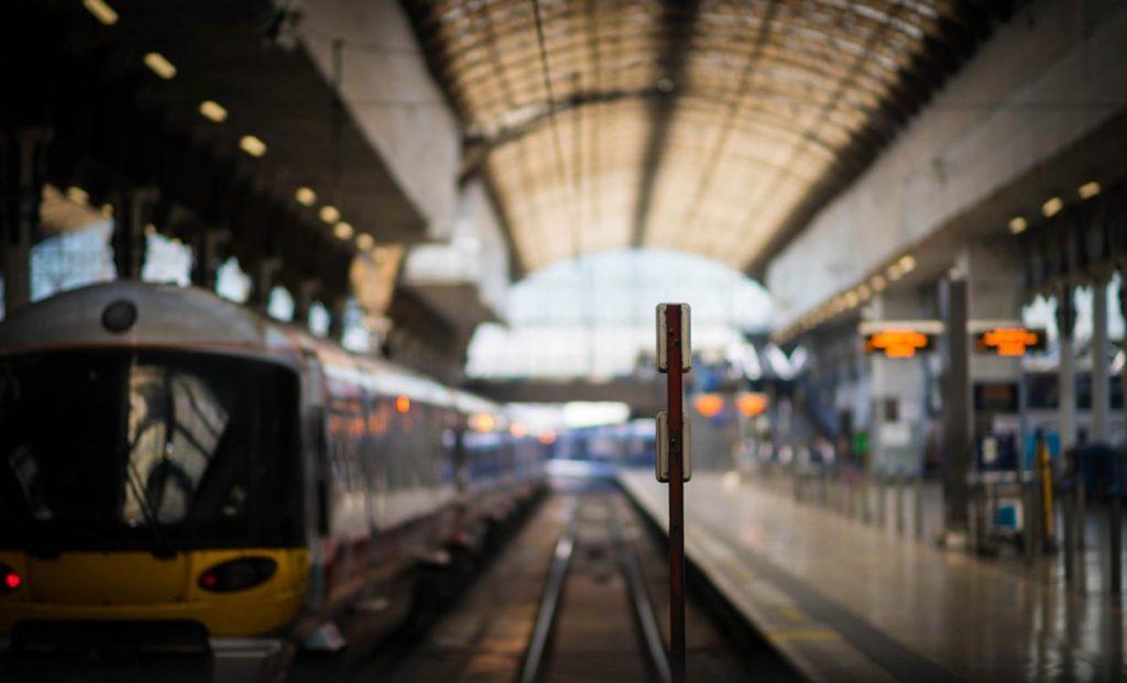 Что выбрать: поездка на поезде или самолете