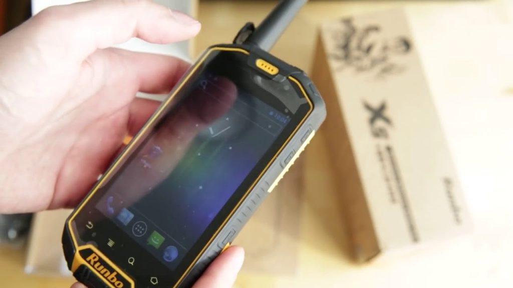 5 причин почему лучше иметь запасной телефон в путешествии