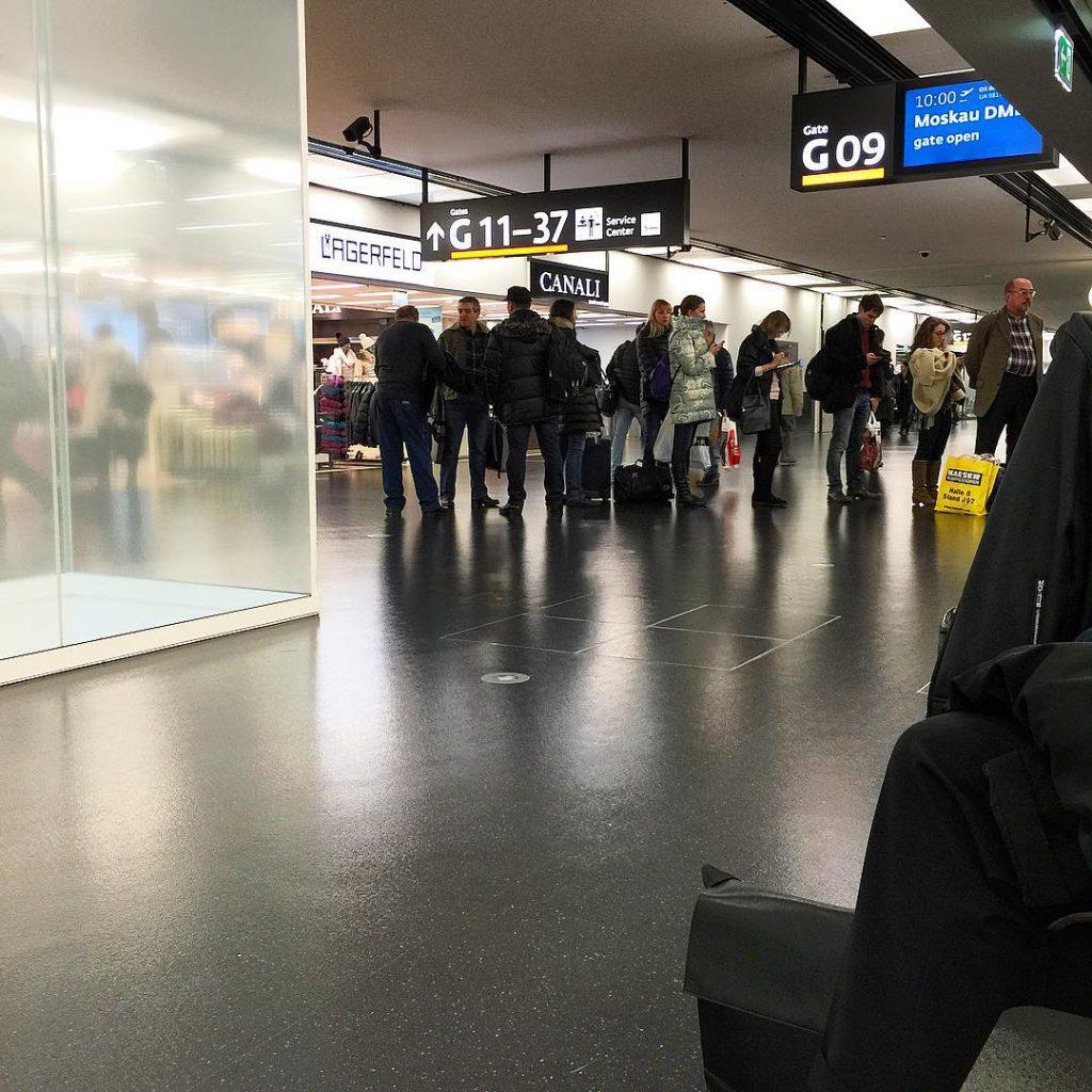 Как с комфортом переночевать в аэропорту или на вокзале, если нужно дождаться рейс