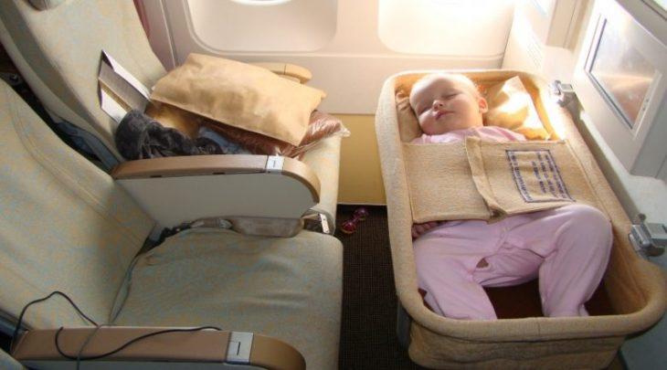 Как подготовиться к путешествию на самолете с маленькими детьми