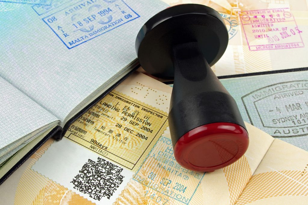 Можно ли оформить визу не покупая билеты на самолет