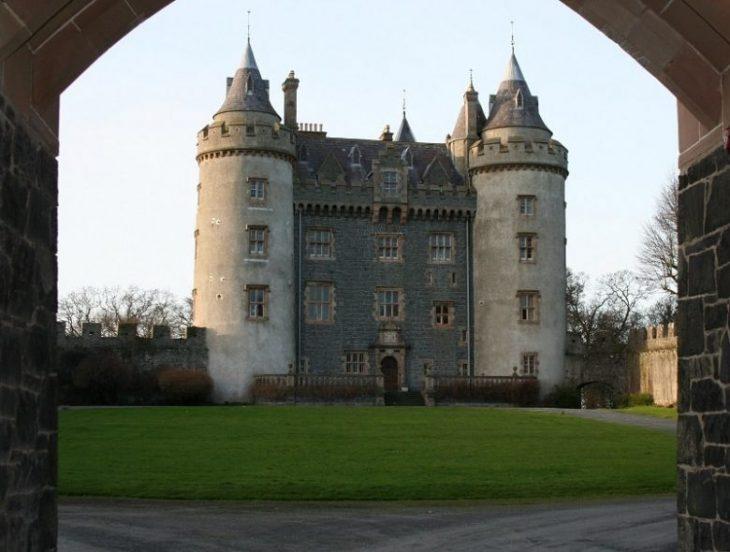 Тайны самых старых замков на Земле