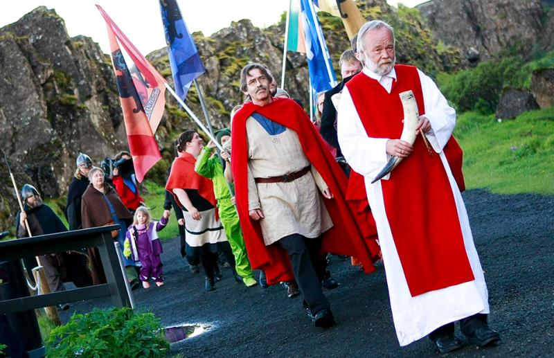 Вера в эльфов и мясо кита на обед: что еще вы не знали об Исландии