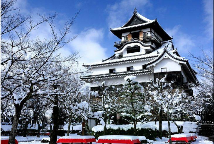 Самые красивые дворцы и замки зимой