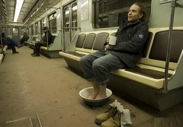40 странных личностей, которых можно встретить в метро